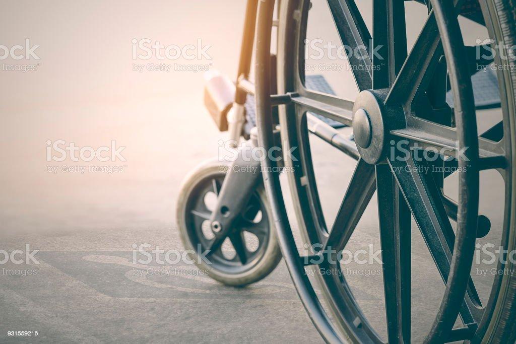 Nahaufnahme der Rollstuhl mit Pflaster Handicap symbol – Foto