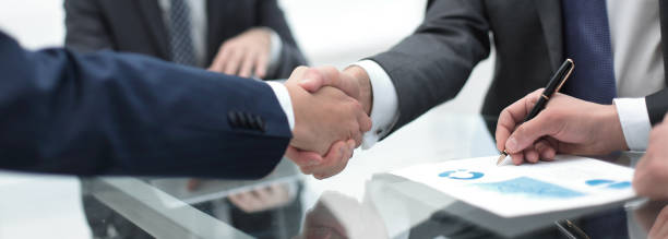 close up.handshake of business partners - foto stock