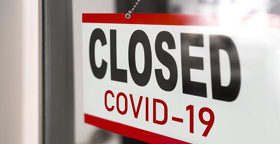 Covid19 전염병 발병 소매점 창 배너 배경에 폐쇄 사인 음식점 상점 비필수 서비스 정부의 폐쇄 COVID-19에 대한 스톡 사진 및 기타 이미지