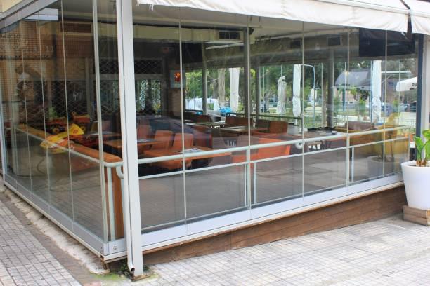 Café-restaurant fermé à Athènes, Grèce. - Photo