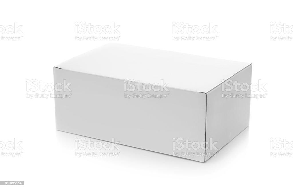 Cerrado caja de cartón sobre blanco - foto de stock