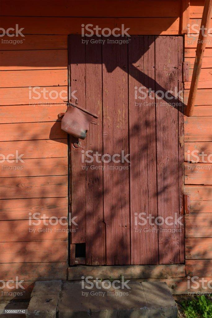 Cerrada Puerta De Madera Antigua Pintada En Rojo Foto De Stock Y Mas