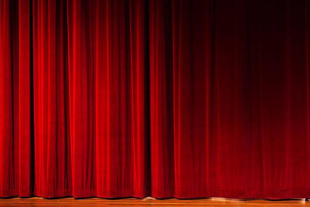chiusi tende rosse sul palco teatro - sipario foto e immagini stock