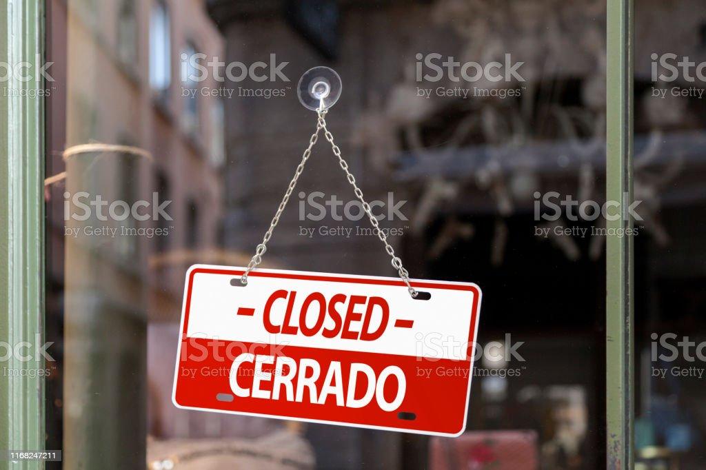Closed sign in English & Spanish - Royalty-free Bar - Drink Establishment Stock Photo
