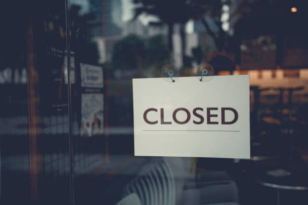 closed sign on a glass door - closed stock pictures, royalty-free photos & images
