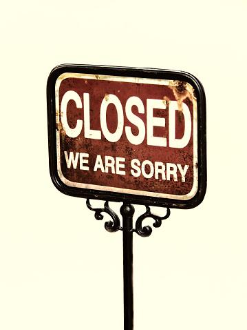 istock closed sign 516084361