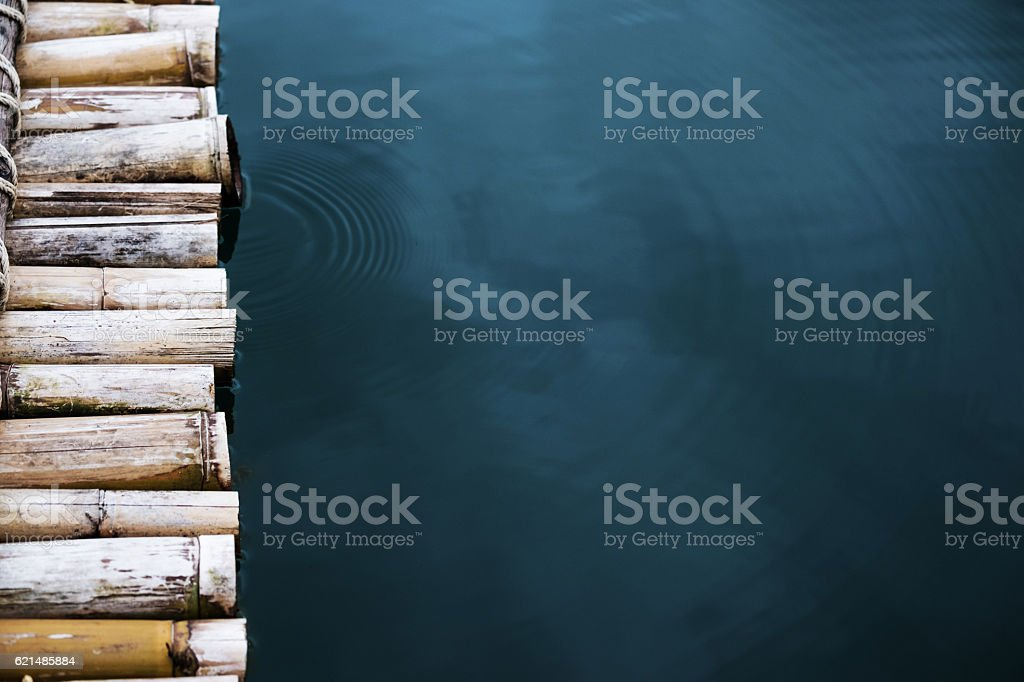 Close-up bamboo raft on the water foto stock royalty-free