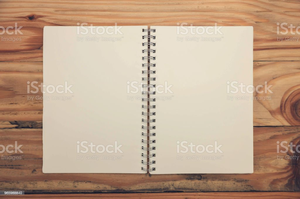 CLoseup leeren Notizbuch auf hölzernen Hintergrund, Ansicht von oben. - Lizenzfrei Arbeiten Stock-Foto