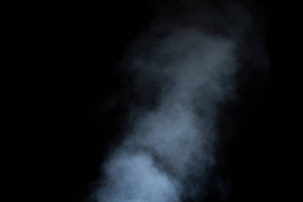 närbild lockar av ånga eller rök med droppar fukt isolerade på svart bakgrund, lågmäld, kopiera utrymme - dimma png bildbanksfoton och bilder