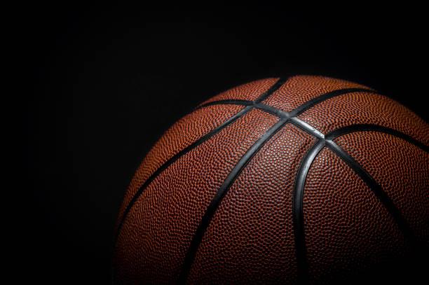 closeup detail van basketbal bal textuur achtergrond - basketbal teamsport stockfoto's en -beelden