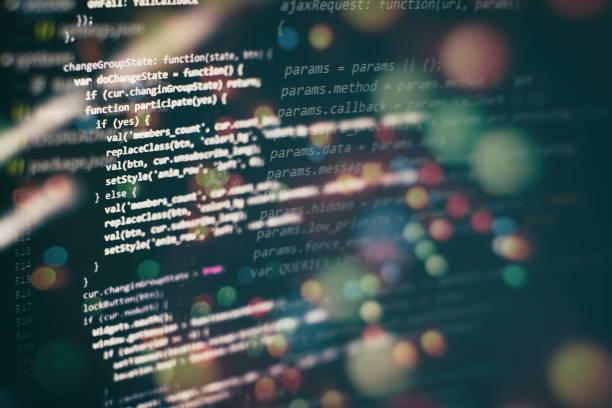 Programlama ve kodlama teknolojilerini geliştiren bir plan. Geliştirici ofiste Web siteleri kodları üzerinde çalışıyor. stok fotoğrafı