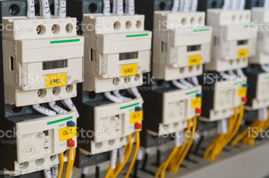 Close-up electrical wiring with fuses and contactors. foto de stock royalty-free