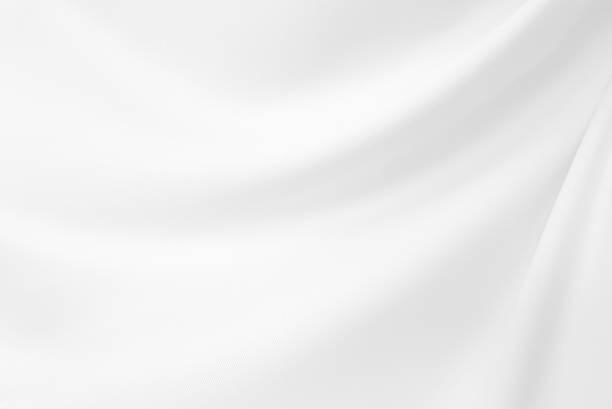 nahaufnahme elegante zerknittert aus weißer seide stoff stoff hintergrund und textur. luxus-hintergrund-design.-bild. - textilien stock-fotos und bilder