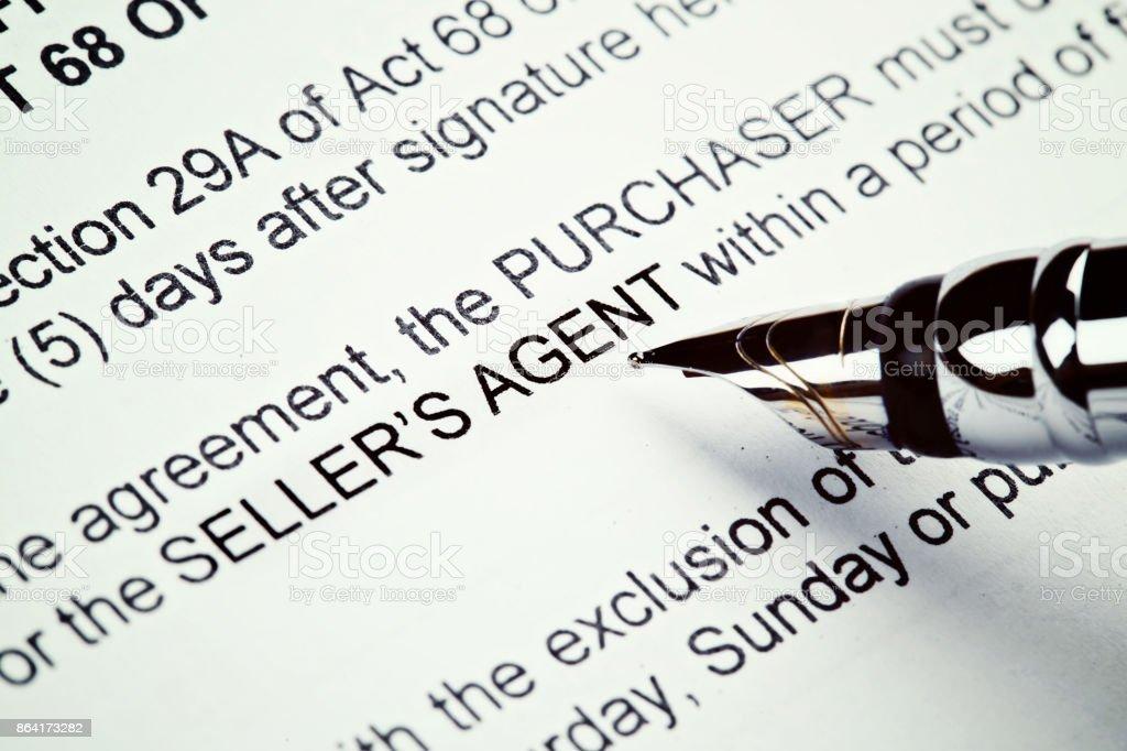 Gros plan, stylo-plume sur formulaire imprimé de l'immobilier - Photo