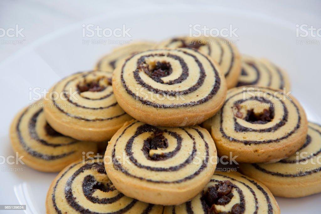 Closeup, freshly baked cookies on a plate. zbiór zdjęć royalty-free