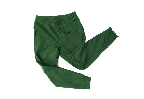 close-up verde calças esportivas, calças de moletom, corrida para homens isolados no fundo branco - calça comprida - fotografias e filmes do acervo