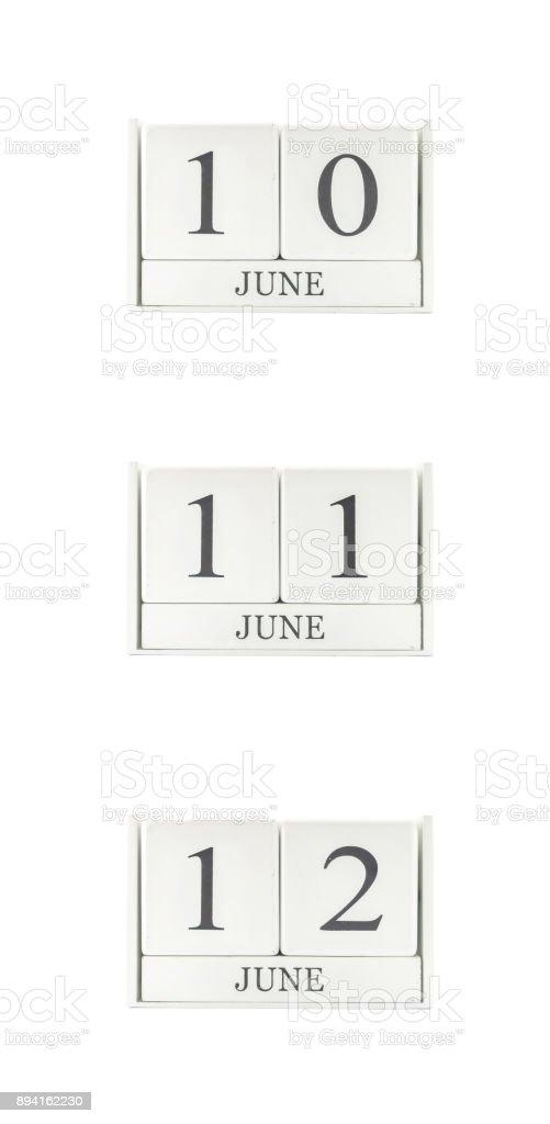 Grupo de closeup de calendário de madeira branco com preto, de junho, 11 10 de junho, palavra de 12 de junho, calendário data três isolado no fundo branco - foto de acervo