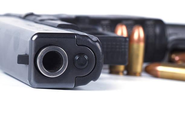 armi da fuoco e munizioni primo piano. - near foto e immagini stock