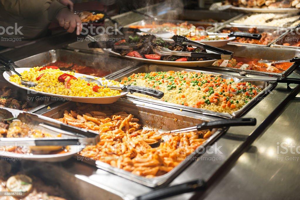 Nahaufnahme Bild von ein vom Buffet mit voller Speisen – Foto