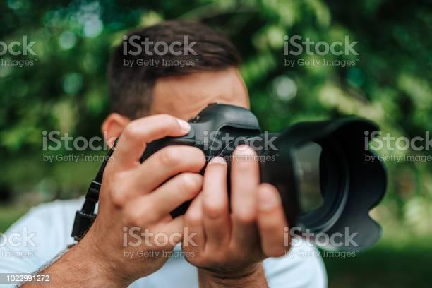 Closeup image of professional photographer outdoors picture id1022991272?b=1&k=6&m=1022991272&s=612x612&h=gb0bwoswcbhsyen5qrqv2vv9w3jzoj3evokhuvd1pus=