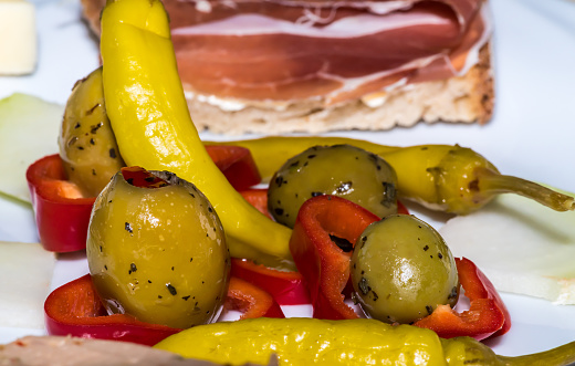 Close-up in the Vesperteller with peppers and olives and pepperoni and fuzzy ham bread