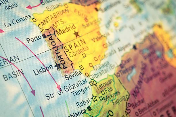 close-up do mapa de portugal - portugal map imagens e fotografias de stock