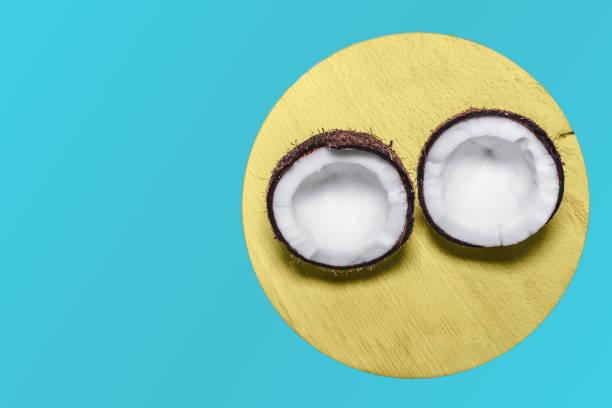 nahaufnahme einer kokosnuss - kokoskuchen stock-fotos und bilder