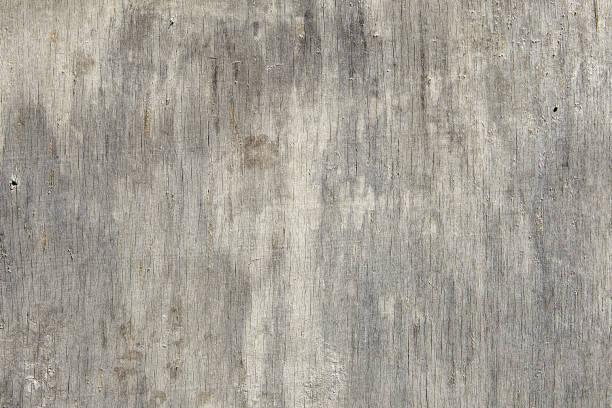 nahaufnahme einer verfallenen sperrholzplatte mit rissen und kratzern. - schalung stock-fotos und bilder