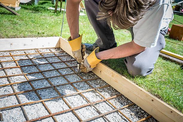 closeup of a man making a net of steel bars - diy beton stock-fotos und bilder