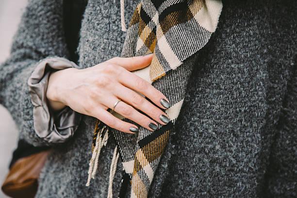 close-up of a married woman in a coat - moda de invierno fotografías e imágenes de stock