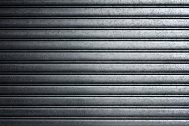 gate - garagentor mit tür stock-fotos und bilder