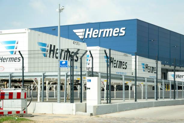 Nahaufnahme eines neuen Bau-und Verteildepots für Hermes Versand in Hamburg – Foto