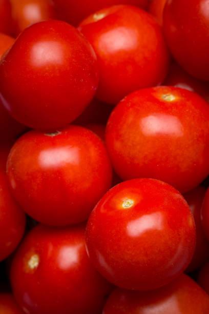 Gros plan d'un tas de tomates cerises - Photo