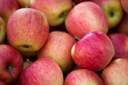 Closeup Of A Pile Of Reds And Green Apples Stock Photo - Download Image Now