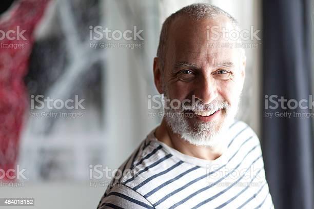 Nahaufnahme Eines Älteren Mannes Lächelnd In Die Kamera Stockfoto und mehr Bilder von 2015