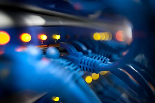 zbliżenie z serwera sieci panel z światła i kable - przewód składnik elektryczny zdjęcia i obrazy z banku zdjęć
