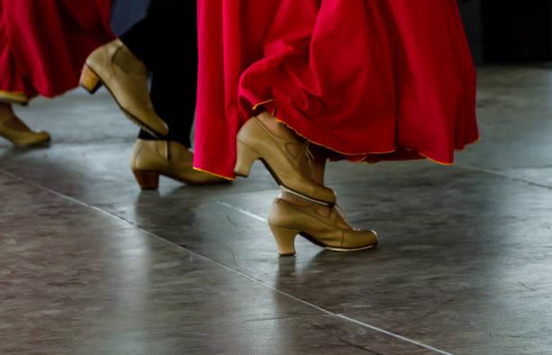 closeup de um típico sapatos para os sapatos de dança de flamenco espanhol tradicional, salto alto de couro - foto de acervo