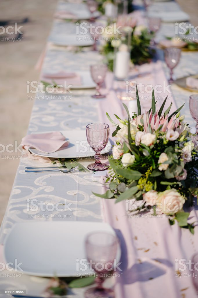 Pink And White Table Decorations  from media.istockphoto.com