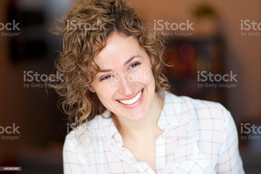 Nahaufnahme einer Frau Lächeln – Foto