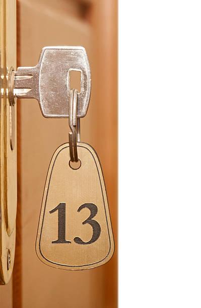 nahaufnahme von einem alten schlüsselloch mit der zahl 13 - number 13 stock-fotos und bilder