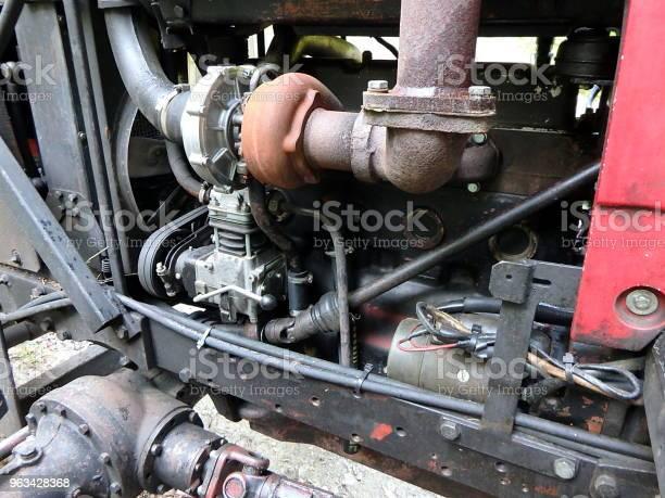 Zbliżenie Starego Silnika Ciągnika - zdjęcia stockowe i więcej obrazów Silnik