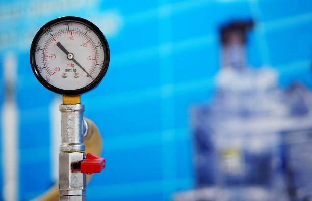 närbild av analog mätare i en bransch - barometer bildbanksfoton och bilder