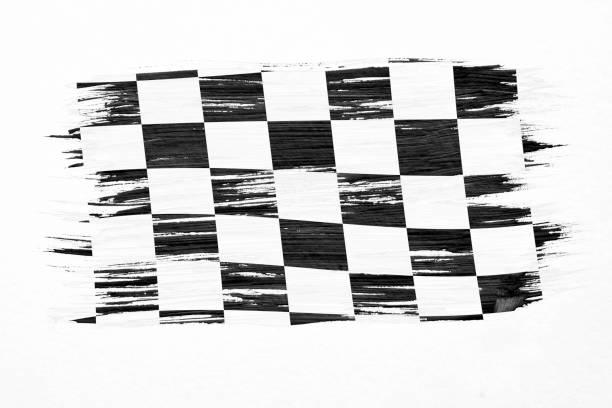 nahaufnahme der kunst pinsel aquarell malerei kariert schwarz / weiß racing flagge im wind isoliert auf weiss geblasen. - karo stock-fotos und bilder