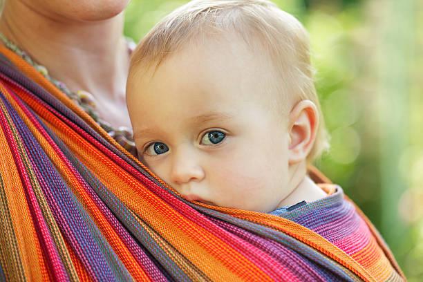 Baby in sling – Foto