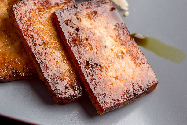 nahaufnahme der rückseite marinierte tofu - mariniertes tofu stock-fotos und bilder