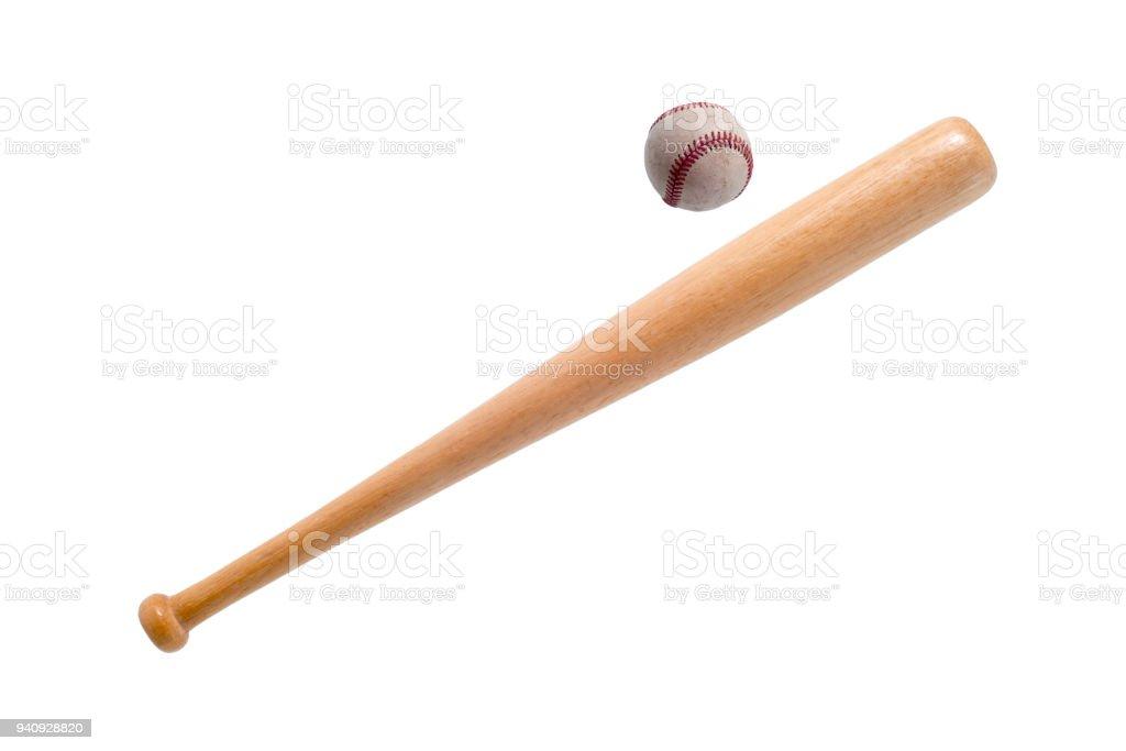 Closeup de bate de béisbol y balón en fondo blanco. foto de stock libre de d416aca2f7f16