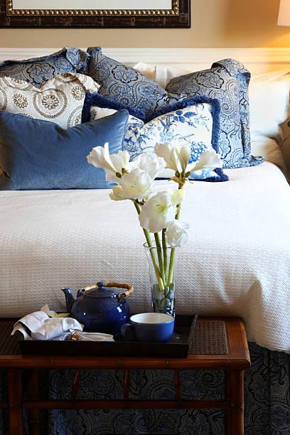schlafzimmer in blau - do it yourself hochbett stock-fotos und bilder