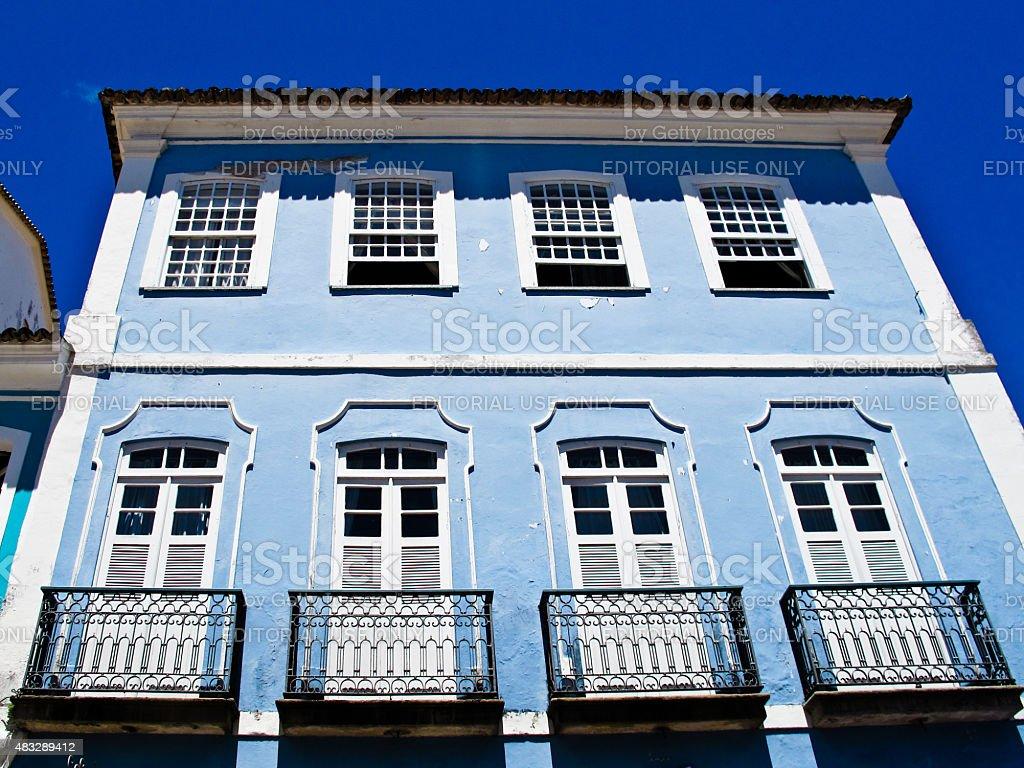 Close-Up da fachada da Casa Colonial azul no Pelourinho Salvador da Bahia - foto de acervo