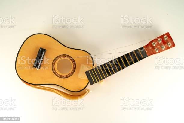 Foto de Closeup De Guitarra Clássica De Borken e mais fotos de stock de Antigo