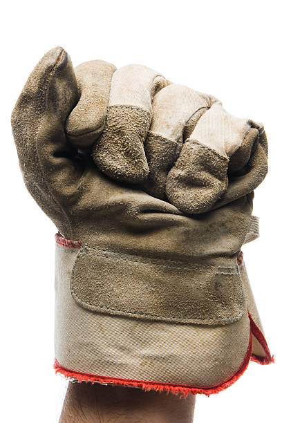 nahaufnahme der leinwand arbeitshandschuh auf faust - arbeitshandschuhe stock-fotos und bilder